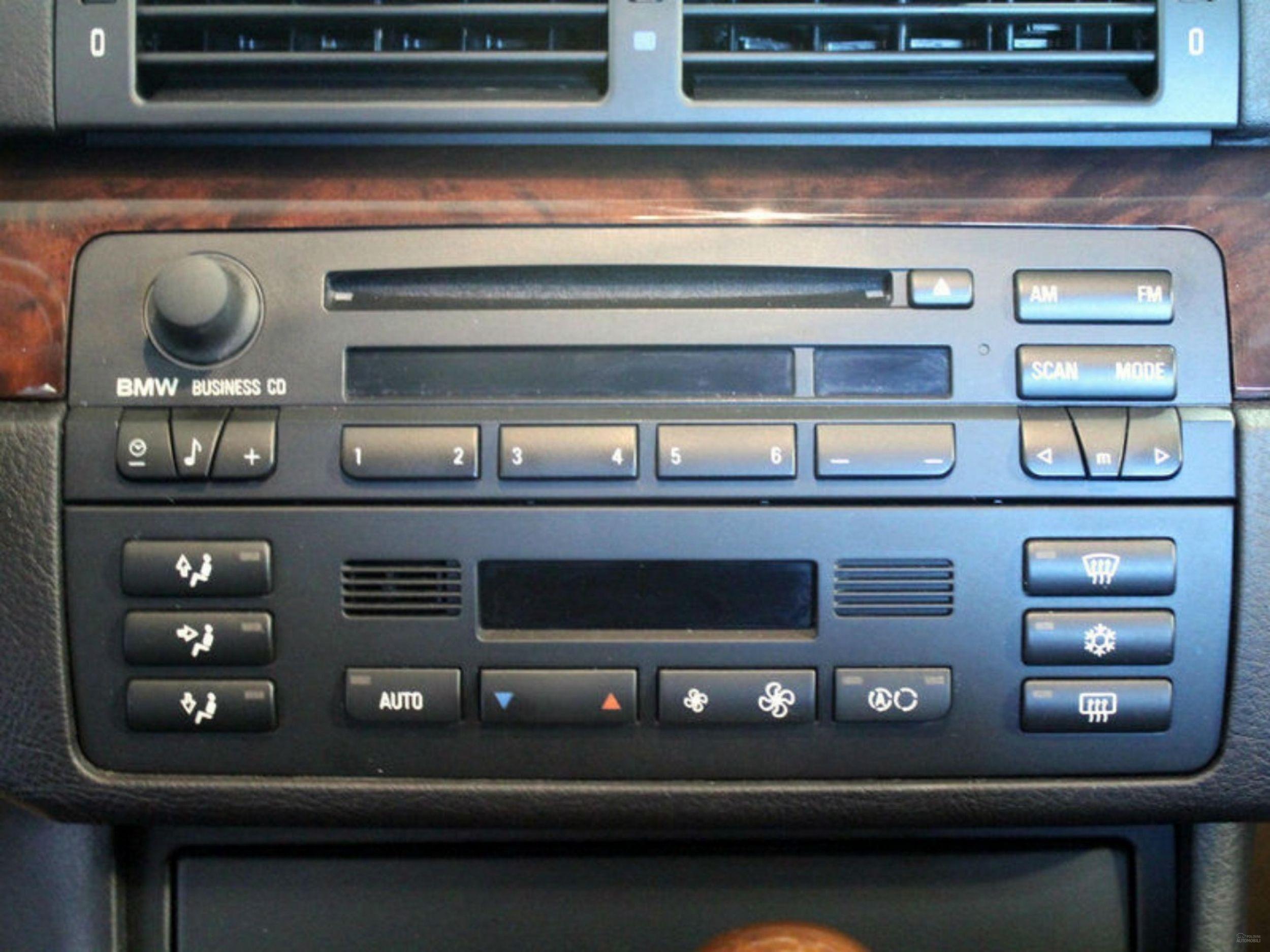 polovni bmw serije 3 e46 fabricki cd radio mojauto 1715573. Black Bedroom Furniture Sets. Home Design Ideas